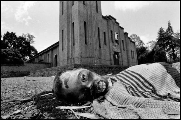 Víctima de la violencia tribal. Rwanda 1994 | Foto: Gilles Peress