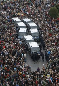 Policía cercada junto al Congreso #25S |Foto: Reuters