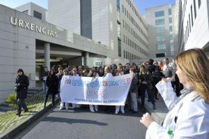 Manifestación de personal sanitario del Complejo Hospitalario Universitario de Ourense (CHUO), 22 de enero de 2012 | Foto: Nacho Gómez para El País