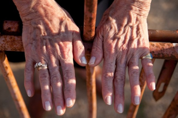Las manos de Conchita Viera | Foto: Aitor Fernández