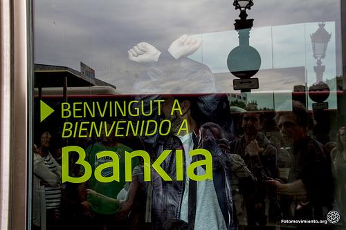 ToqueaBankia, acción de ocupación de la oficina de Bankia en Plaça Catalunya, Barcelona | Foto: Tono Carvajo para Fotomovimiento