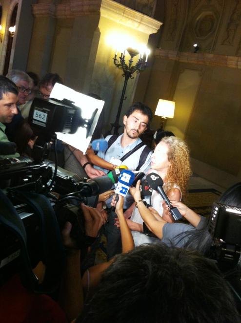 Nicola Tanno y Ester Quintana a la salida de la sesión | Foto: Mónica Solanas