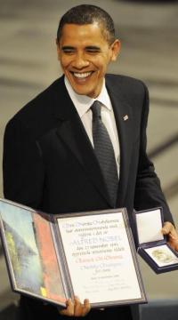Barack Obama tras recibir el Premio Nobel de la Paz. Oslo, 10 de diciembre de 2009 | Foto: Olivier Morin para AFP