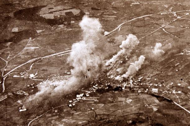 Foto aérea del bombardeo de la mañana del miércoles 31 de marzo de 1937 en Durango | FOTO: Gerediaga Elkartea