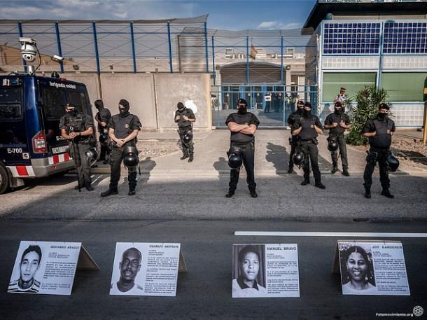 Acción en el CIE de Zona Franca en Barcelona, junio de 2014 | Foto: Jorge Lizana para Fotomovimiento