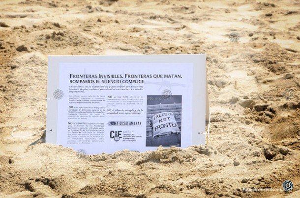 Acción Fronteras invisibles en Barcelona, agosto de 2014 | Foto: Pedro Mata para Fotomovimiento