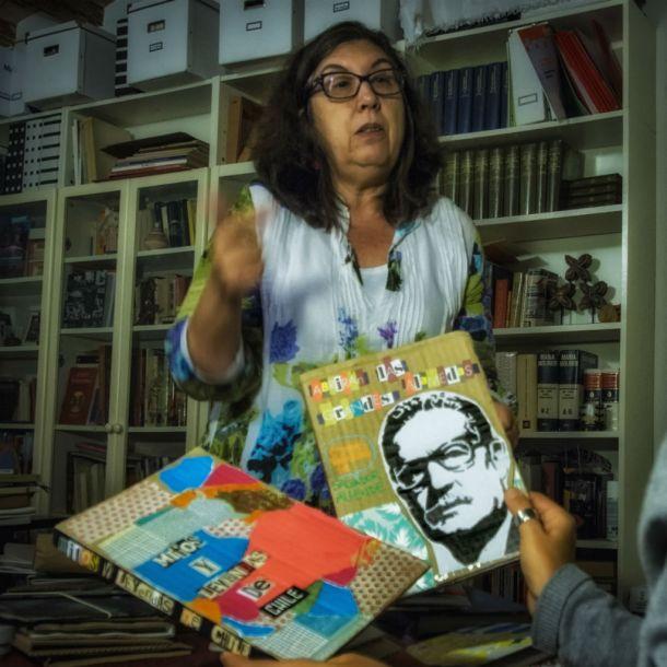 La base de las cartoneras, también de La Verónica, es devolver a la vida cartones desechados para crear nuevos libros, cada uno de ellos único | Foto: Jorge Lizana