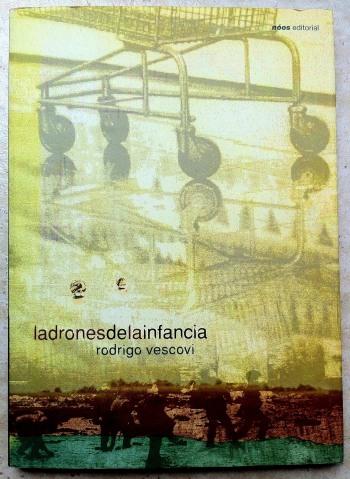 """Portada de """"Ladrones de la infancia"""" de Rodrigo Vescovi, Nóos Editorial"""