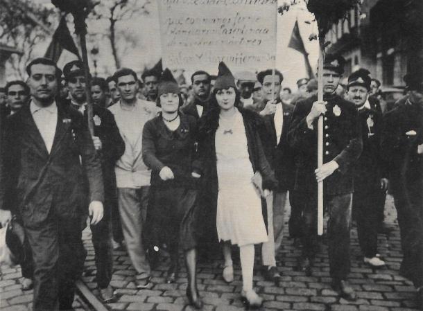 Manifestación popular en Barcelona con motivo de la proclamación de la República. 14 de abril de 1931.